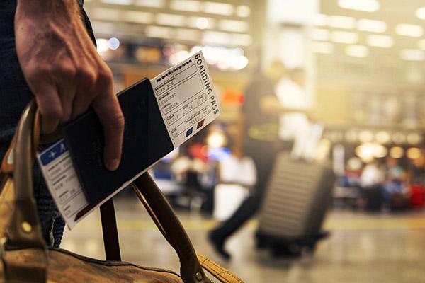 Оплата проезда и проживания исполнителя по ГПД: что с НДФЛ и взносами